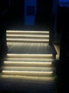 escalera seálizada con tiras de led