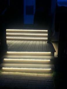 Iluminar y decorar con tiras de led metal y luz s l - Iluminacion led escaleras ...