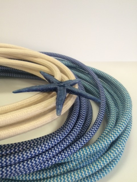 cables_lamparas_azules_marineros